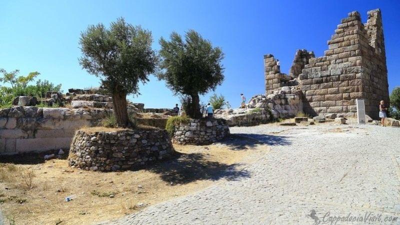 Миндосские ворота - остатки одного из двух входов в Галикарнас.