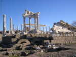 Руины храма Траяна