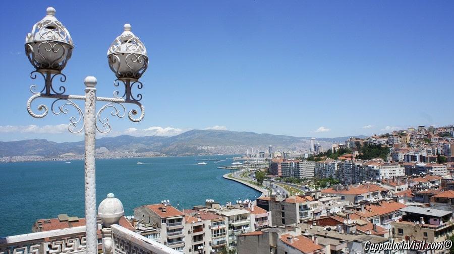 Измир — крупнейший город Турции на Эгейском побережье