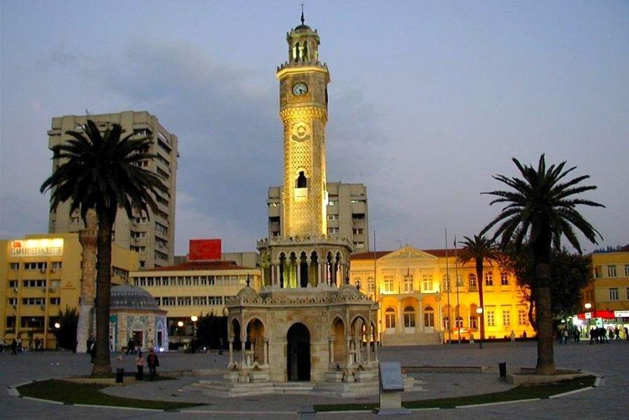 Площадь Конак - Часовая башня и мечеть Ялы