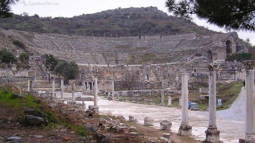 Театр древнего Эфеса вмещавший до 25000 зрителей