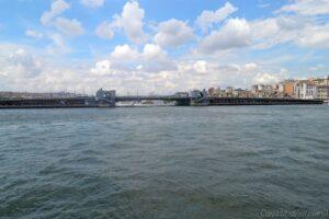 Галатский мост в Стамбуле - вид с пролива Босфор