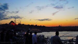 Закат на Галатском мосту и мечеть Сулеймание