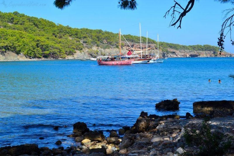 Средиземное море - Прогулочные яхты в бухте Фазелиса