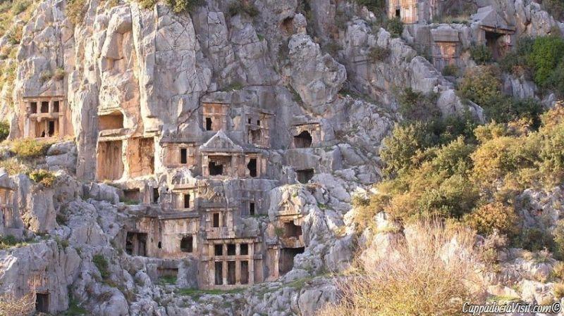 Ликийские гробницы в скалах
