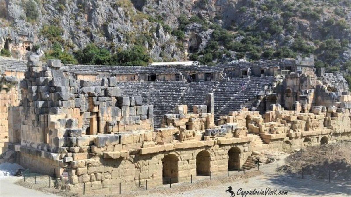 Театр древнего города Мира