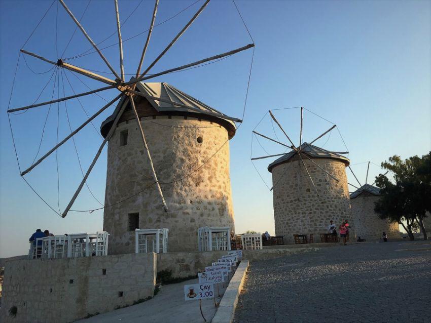 Ветряные мельницы в Алачати