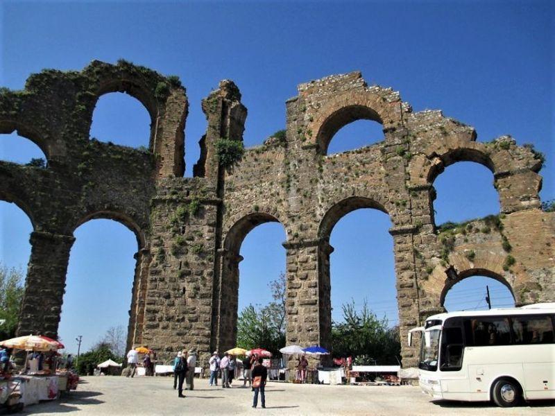 Руины акведука в Аспендосе