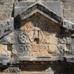 Дионис - бог вина, основатель и защитник театров