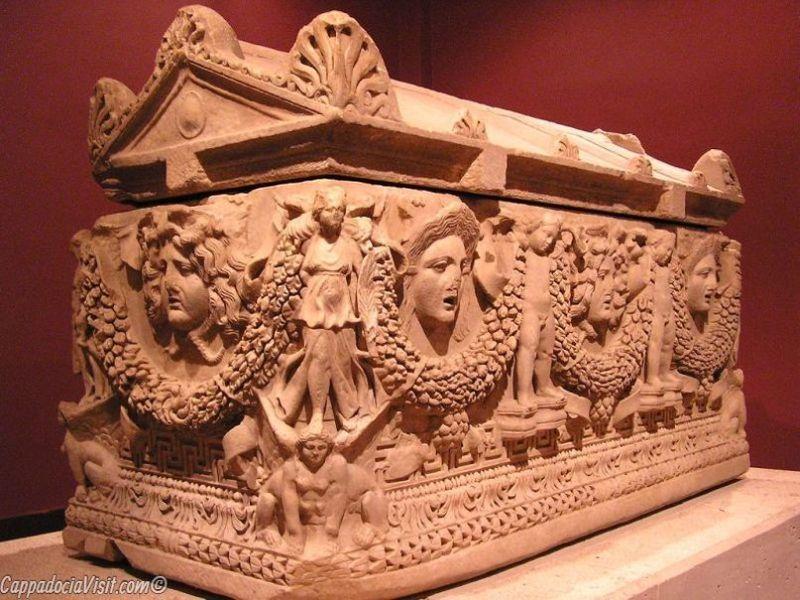 Обнаруженный в Перге саркофаг