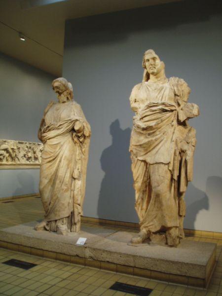 Статуи Мавсола и Артемиссии в Британском музее