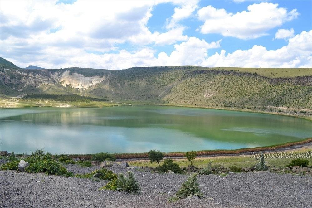 Кратерное озеро Нар