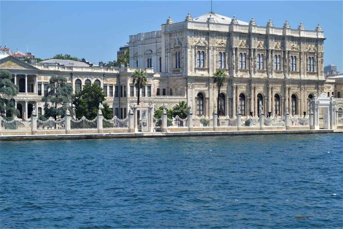 Долмабахче - роскошный дворец в Стамбуле