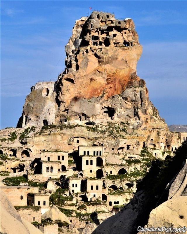Каппадокия - Скальная крепость в посёлке Ортахисар