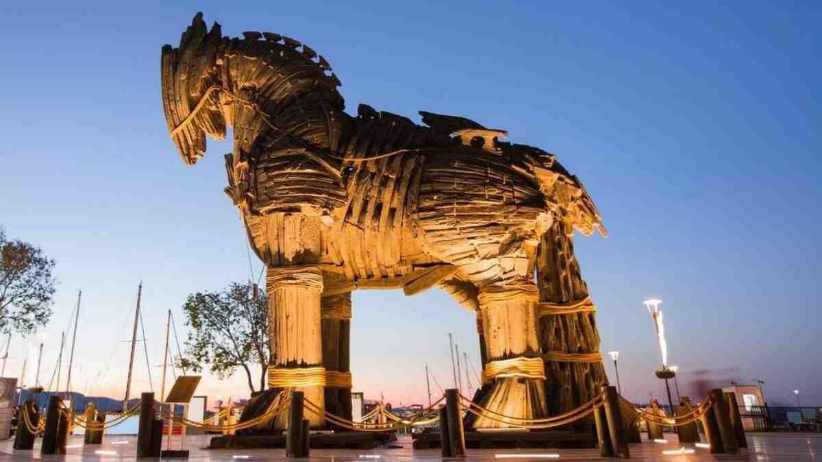 Троя- Конь из фильма