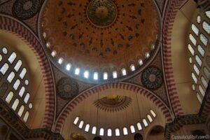 Внутреннее убранство мечети Сулеймание