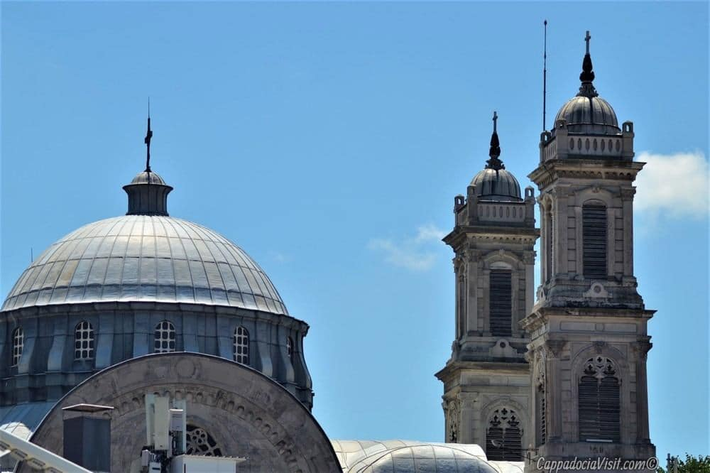 Площадь Таксим - Купол и колокольни церкви Святой Троицы