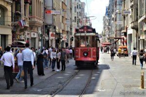 Пешеходная улица Истикляль в Стамбуле