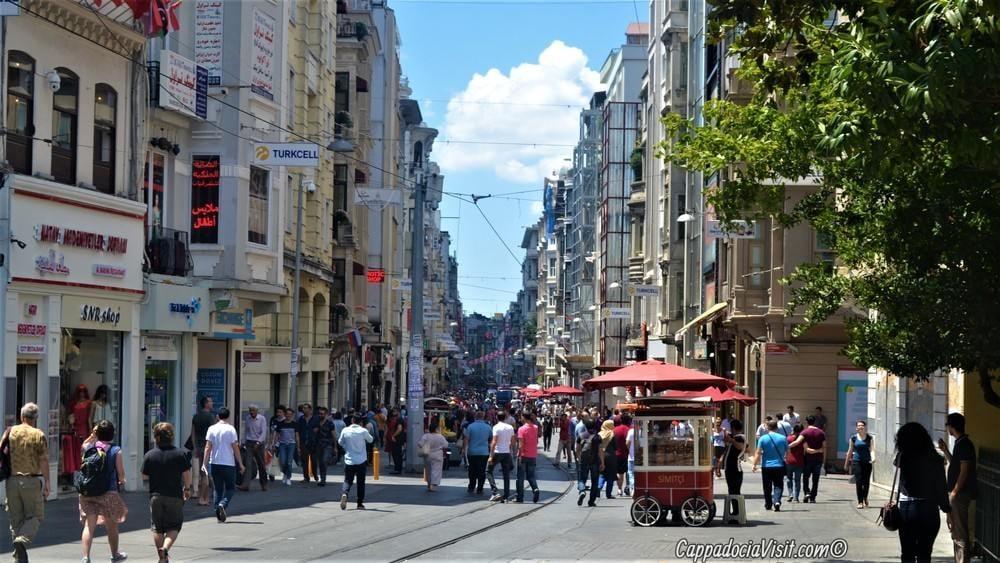Улица Истикляль - Начало улицы от площади Таксим