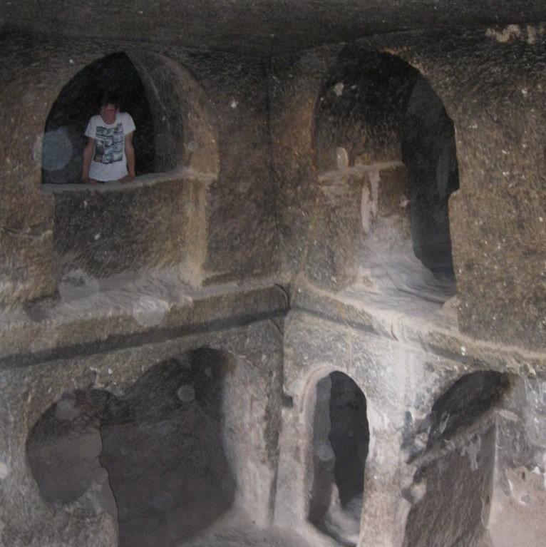 2-х этажный скальный храм монастыря
