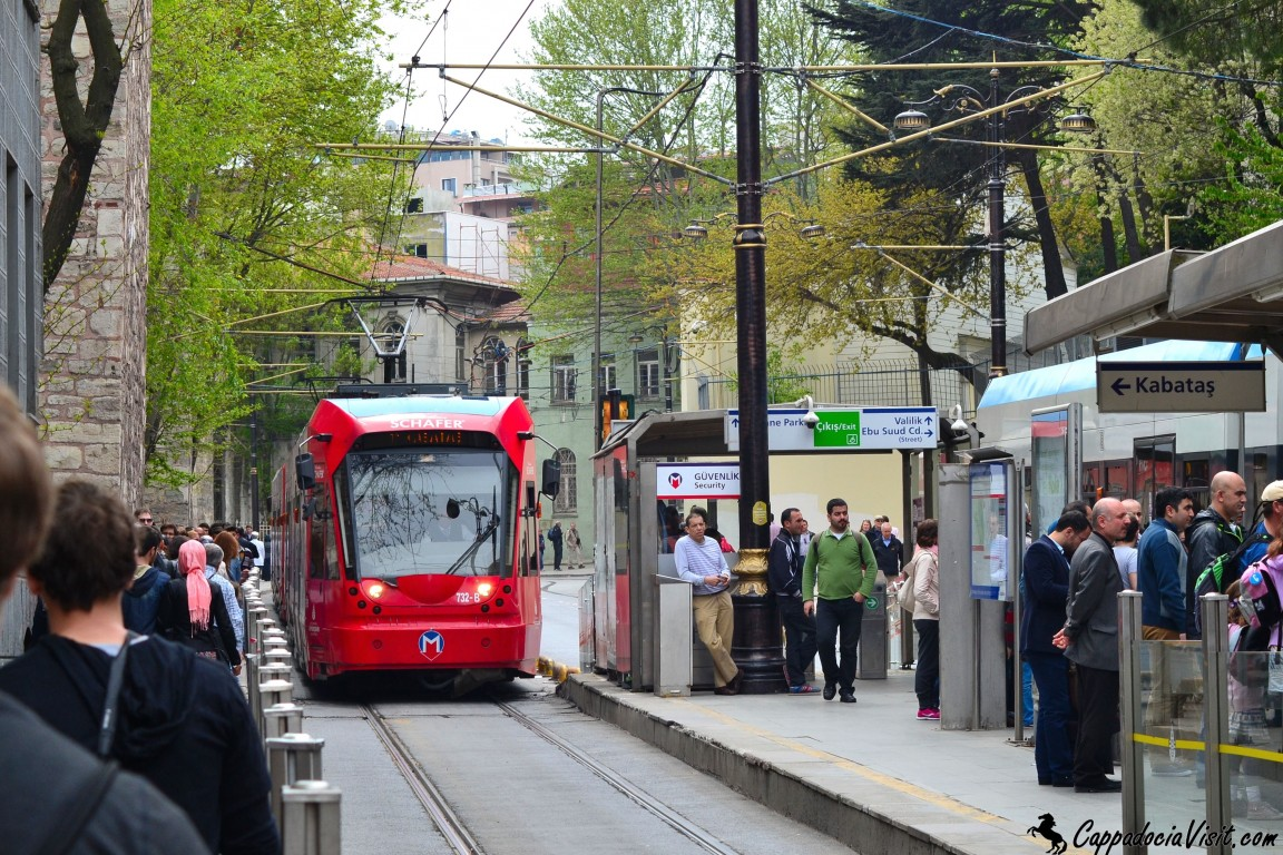 Остановка «Гюльхане» скоростного трамвая