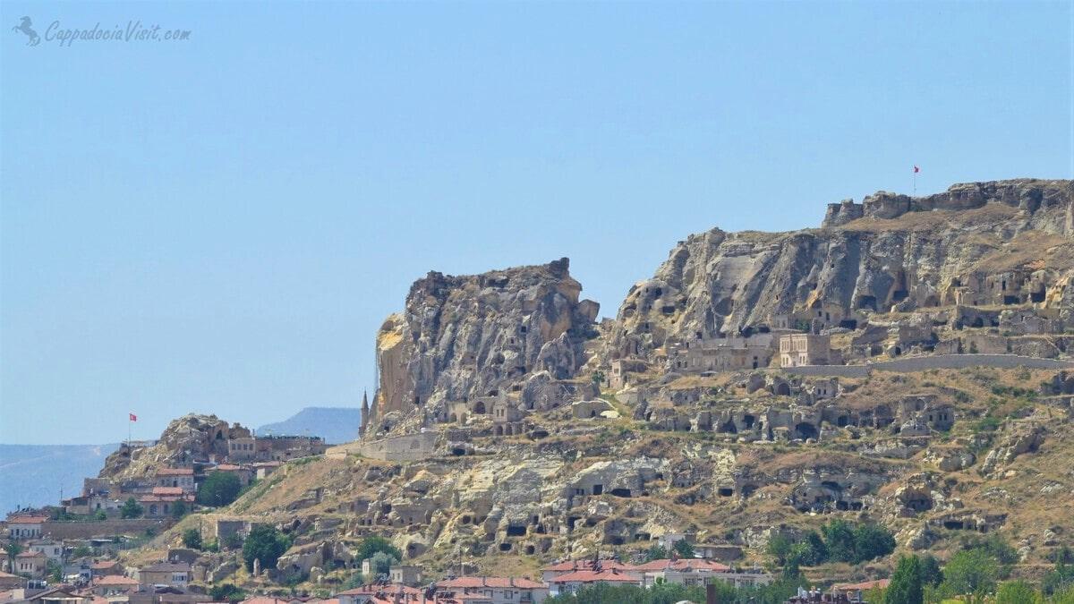 Старый Ургюп и Скала Теменни влево (Вид с северо-востока)