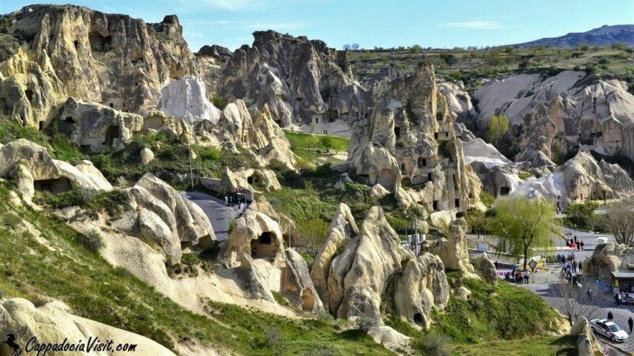 Музей под открытым небом в Гёреме — монастырский комплекс в скалах