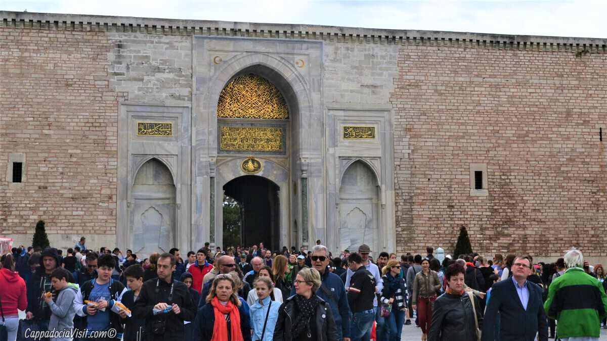 «Ворота Повелителя» или «Императорские ворота» - Вход в Первый Двор